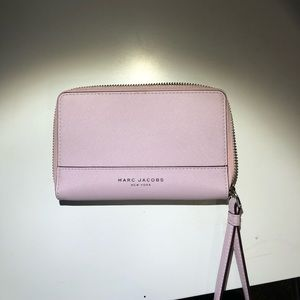 marc jacobs light pink wristlet